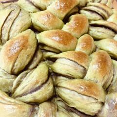 ライフスタイル/暮らし/暮らしを楽しむ/おうち時間/癒し時間/手作りパン/... 今日は  抹茶あんこ三つ編みパン。  2…(1枚目)