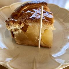 休みやー/今日のおやつ/アップルパイ/スイーツ/りんごゴロッゴロ やっと1週間終わった! なんか、しんどか…