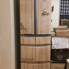 食器棚/ナチュラルインテリア/マグネット/簡単リメイク/リメイクシート/冷蔵庫リメイク/... 冷蔵庫にリメイクシート貼ってます。 引き…