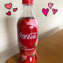 コカコーラ コカコーラ ストロベリー 500mlペットボトル24本入(炭酸飲料)を使ったクチコミ「世界初だって。 コカコーラストロベリー。…」