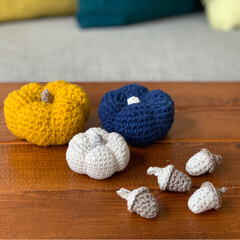 手作り小物/ハンドメイド/かぼちゃ/ハロウィン/どんぐり/編みぐるみ/... かぼちゃ と どんぐり 編みました ☺︎