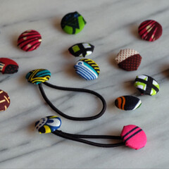手作り/くるみボタン/ハンドメイド/雑貨/100均/雑貨だいすき アフリカ布の端切れで くるみボタン作って…