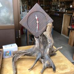 手作り時計/ハンドメイド/DIY/住まい 焼いた鍋敷きの煤を落として時計キットを取…