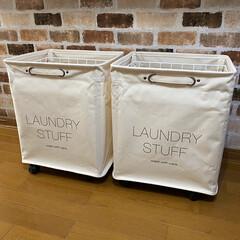 雑貨好き/洗面所収納棚DIY/洗面所/ナチュラル/シンプル/洗濯物入れ/... 洗濯物を入れておく時は外から見えないよう…