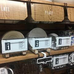 ディッシュスタンド/キッチン背面収納/キッチン収納棚/転写シール/デザインプレート/アンティークワイヤーバスケット/... セリアのアンティークワイヤーバスケットに…