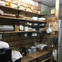 キッチン背面収納/板壁DIY/建売住宅/キッチン収納/食器収納/雑貨好き/... キッチンの背面にディアウォールを使ってD…