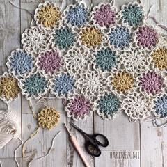 かごカバー/knittinglove/ハンドメイド/Handmade/お花のモチーフ/かぎ針編み/... お久しぶりの投稿です❁¨̮ お花のモチー…