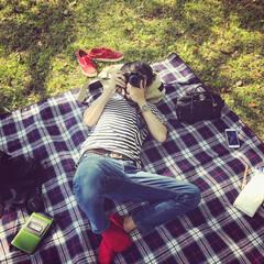 公園/ピクニック/写真/カメラ/デート/夫婦/... ゴロゴロ、ゴールデンウィーク。  昼下が…