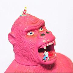 インテリアオブジェ/人形/オモシロ雑貨/おもしろ雑貨/レトロ雑貨/レトロ/... 「ピンクキングコング」  写真1枚目: …