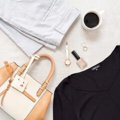 コーヒー/コーディネート/フォロー大歓迎/ファッション/おでかけワンショット 今日の通勤コーデ。 シンプルで着回ししや…