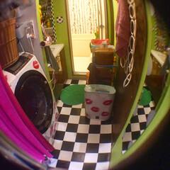 洗面所/アート/セルフペイント壁/アートのある暮らし/LIMIAインテリア部/DIY/... うちの洗面所。 洗濯機にはリップ柄のステ…