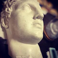 ヘルメス像/石膏像/インテリア/住まい/雑貨だいすき 去年、初めて出かけた蚤の市で足の石膏像を…