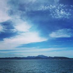 家族旅行/LIMIAおでかけ部/おでかけ/旅行/ブルー 天草の海。イルカウォッチングの船から対岸…