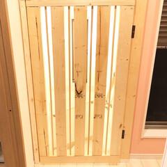 手作りドア/ペットゲート/令和元年フォト投稿キャンペーン/令和の一枚/LIMIAファンクラブ/DIY/... 我が家は二階がリビングなので、一階の玄関…(2枚目)