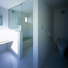 横浜/ガレージハウス/SOHO トイレ、洗面とバスルーム。