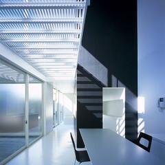 横浜/ガレージハウス/SOHO 白い空間と光とガレージ。
