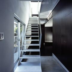 横浜/鉄骨階段/光/風 奥は15センチ下がった主室。