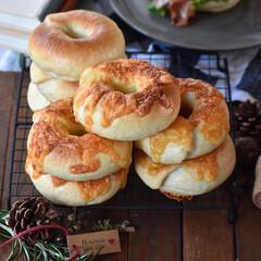 おうちカフェ/おうちごはん チーズベーグルとベーグルサンド。  #お…