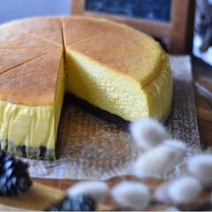 手作りスイーツ/手作りお菓子/手作りケーキ/手作りおやつ 今日のおやつ。 かぼちゃのチーズケーキ🎃(3枚目)