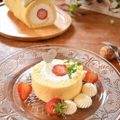 手作りケーキ/手作りおやつ/手作りお菓子/手作りスイーツ 今日のおやつ。 いちごのチーズクリームロ…(2枚目)