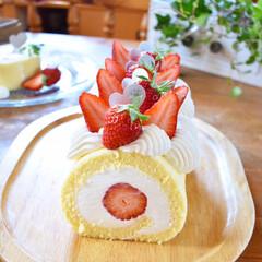 手作りケーキ/手作りおやつ/手作りお菓子/手作りスイーツ 今日のおやつ。 いちごのチーズクリームロ…