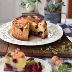 手作りスイーツ/手作りお菓子/手作りケーキ/手作りおやつ/おやつタイム/キッチン/... 今日のおやつ。 ベリーのクランブルケーキ。