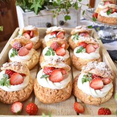 手作りスイーツ/手作りお菓子/手作りおやつ/手作りケーキ/LIMIAスイーツ愛好会/ハンドメイド 今日のおやつ。 いちごのシュークリーム。