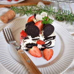 手作りケーキ/手作りお菓子/手作りスイーツ/デコレーションケーキ/LIMIAごはんクラブ/ハンドメイド/... オレオチーズケーキカット図。