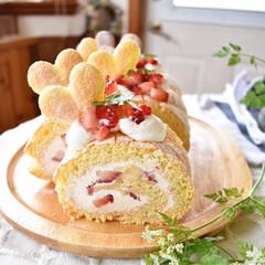 手作りケーキ/手作りおやつ/手作りお菓子/手作りスイーツ 今日のおやつ。 ビスキュイロール。 中は…