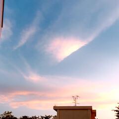 空/雲/夕焼け/癒し 今日も 綺麗な雲から 迫力のある雲に代わ…