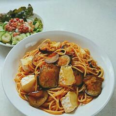 トマトと茄子とカマンベール/パスタ大好き/おひとりさまランチ/お家ランチ/わたしのごはん/おうちごはんクラブ/... 久しぶりに、ゆっくりな休日❤  自分のた…
