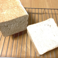 手作りパン/朝食/美味しい/食費節約/食パン/白ごま/... 白ごまプルマンを昨夜焼きました。 2枚目…