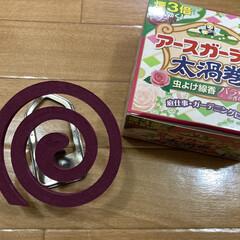 金鳥の渦巻 森の香り 蚊取り線香 缶入 30巻入(部屋用)を使ったクチコミ「バラの香りがする蚊取り線香。色もピンクで…」