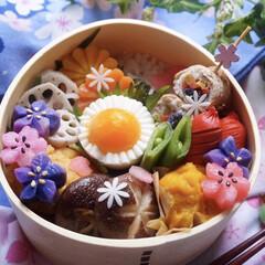 春のお弁当/料理好きな人と繋がりたい/お弁当作り/お昼が楽しみになるお弁当/唐揚げ弁当/お弁当/... おはようございます☀ 今日もこってこてチ…