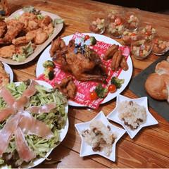 ビーフシチュー/ガーリックライス/サーモンとアボカドのポキ/ローストチキン丸鶏/メリークリスマス/Christmas/... 昨日は3家族集まって 毎年恒例のクリパ🎄…