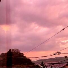 自然の美/空活/マジックアワー/雲/空/夕やけ空 今日の空も神秘的でした(。 >艸<) 燃…