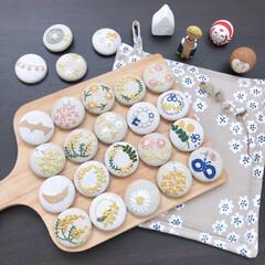 キッチン雑貨/雑貨/ハンドメイド/ファッション/LIMIA手作りし隊/LIMIAな暮らし/... ハンドメイドの刺繍くるみボタンです(^^…