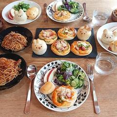 おうちランチ/おうちカフェ/お昼ごはん/手作りピザ/手作りパン/おうちごはんクラブ/... 休日ランチ    娘達と一緒に作ったミニ…