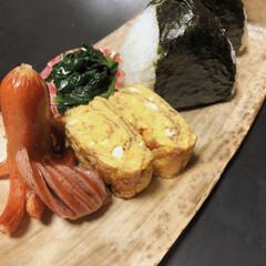 おにぎり弁当/竹の皮/Seria/明太子おにぎり/鮭おにぎり/理想の夜食/... 旦那様の夜食。  セリアで購入した竹の皮…(1枚目)