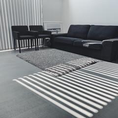 生活感のない暮らし/グレーインテリア/モノトーンハウス/シンプルな家/モルタル床の家/はじめてフォト投稿 モルタル床の家。 硬くて冷たい床。 意外…