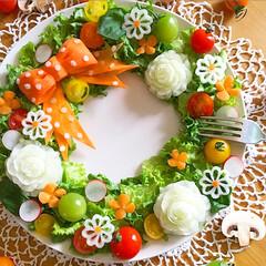 カービング/野菜/飾り切り/リースサラダ/サラダ/LIMIAごはんクラブ/...  野菜のリースサラダ(⸝ᵕᴗᵕ⸝⸝)💕 …