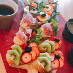 朝ごはん/オープンサンド/お願い片付けて/サンドイッチ/LIMIAごはんクラブ/おうちごはんクラブ バゲットのオープンサンド 夫作  見栄え…