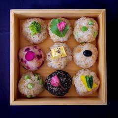 おにぎり/春のフォト投稿キャンペーン/LIMIAごはんクラブ/おうちごはんクラブ/わたしのごはん/お花見弁当/... お花見弁当。 おにぎりだけでも満足満足。…