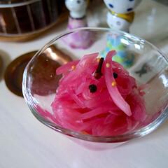 簡単/甘酢漬け/おかず/フォロー大歓迎/LIMIAファンクラブ/お弁当/... 紫玉ねぎの甘酢漬け。 玉ねぎを少しチンし…
