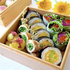 ランチ/野菜たっぷり/肉巻き/巻き寿司/断面萌え/フォロー大歓迎/... 少し前のお弁当。 お花見用お弁当。 巻き…