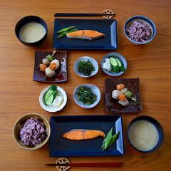 魚料理/和食/朝ごはん/LIMIAごはんクラブ/おうちごはんクラブ/暮らし 和食朝ご飯。 この鮭だけでご飯3杯ぐらい…