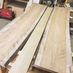 セルフリノベ/ダイニングテーブル/無垢板/天板/DIY/家具/... 3枚の板を継いで、一枚の天板にします。 …
