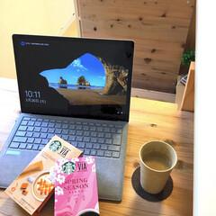 スタバ/コーヒー/無垢材/カフェ風/DIY/セリア/... 朝のバタバタの後の一息タイム♡ おうちカ…
