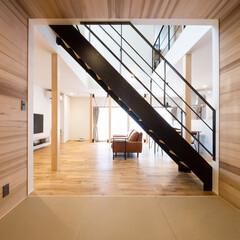 吹き抜け/板張り/レッドシダー/リビング/マイホーム/マイホーム計画/... 畳コーナーから見たリビング☺︎ 天井と床…