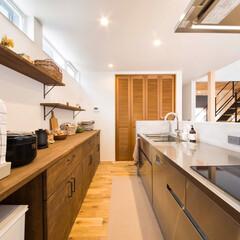パントリー/モルタル腰壁/モルタル/グラッド45/アイランドキッチン/オープンキッチン/... キッチンはサンワカンパニーのグラッド45…